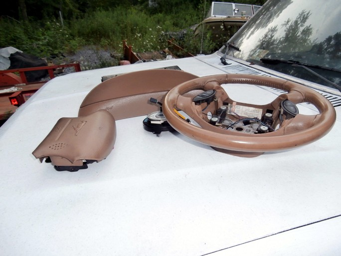 1995 mustang steering wheel and both air bags saddle/tan